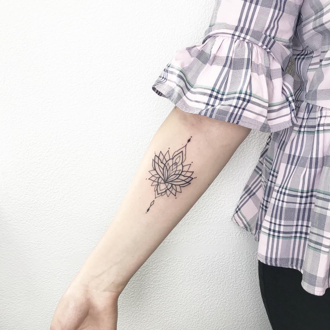 Pretty Lotus Tattoo Designs 2019 Page 42 Of 42 Tracesofmybody Com
